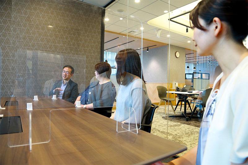 インキュベーション施設を使う-起業ノカタチ-男性1名女性3名